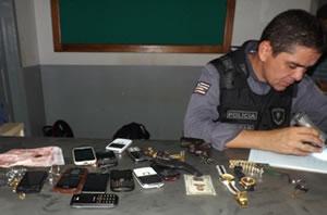 Policiais militares acompanham a instrução do curso