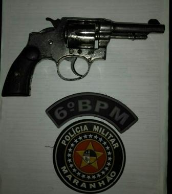 POLICIAIS DO 6º BPM APREENDEM ARMA DE FOGO COM DUPLA NA REGIÃO DO ANIL