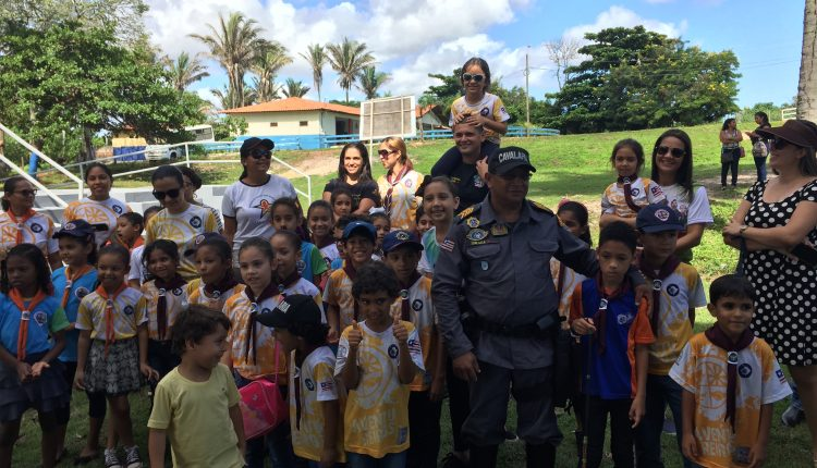 Aventureiros Mirins visitam Cavalaria da PM