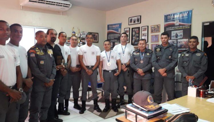 Comandante da APMGD participa de entrega de medalhas a equipe de Tiro da academia