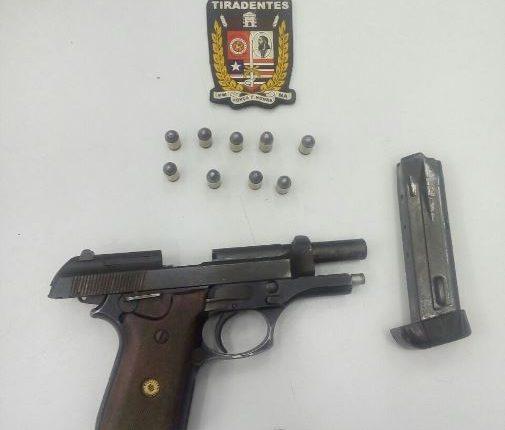 Policiais do Batalhão Tiradentes prendem quatro suspeitos após roubarem veículo