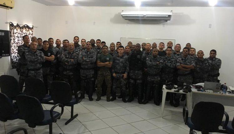 Policiais Militares do BPChoque recebem instrução sobre armamento