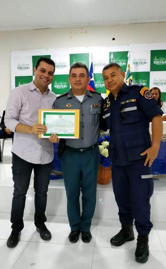 Comandante do 19º BPM recebe título de cidadão Trizidelense do Vale