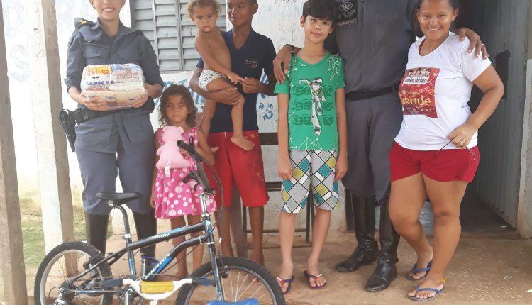 2º EPMont doa bicicletas a crianças de bairro carente em Imperatriz