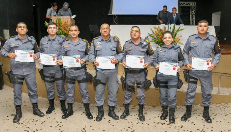 1º BPM realiza formatura da unidade e homenageia policiais militares e parceiros do batalhão