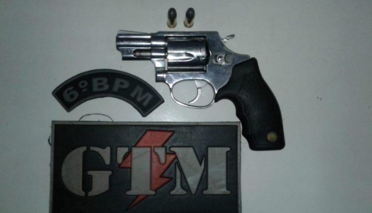 Policiais do 6º BPM prendem elemento por porte ilegal de arma de fogo na Vila Janaína