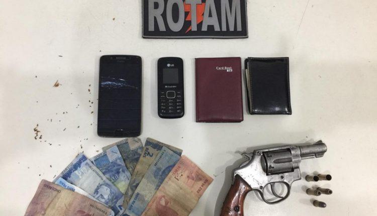 POLICIAIS DO 6º BPM E ROTAM RECUPERAM CARRO ROUBADO E APREENDEM  ARMA DE FOGO