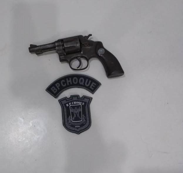 Arma de fogo é apreendida por policiais do BPChoque