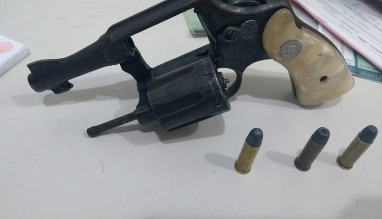 21º BPM apreende arma de fogo e drogas na quarta-feira (30)