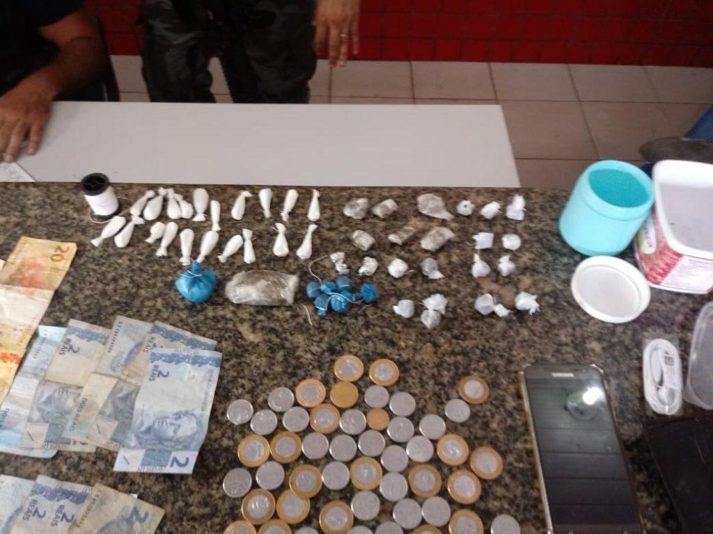 Policiais militares 15º BPM prendem homem com drogas