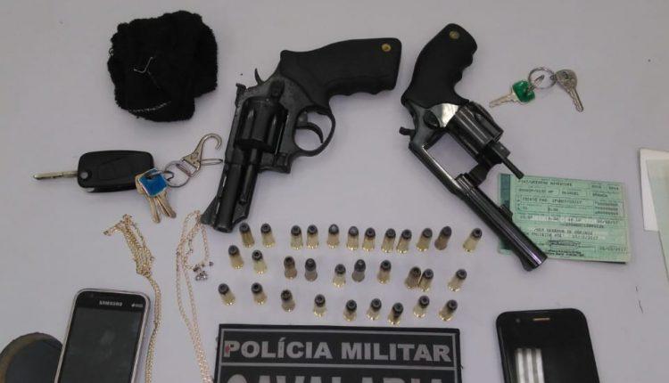 Policiais do RPMont prendem assaltantes de táxi no bairro do Barreto