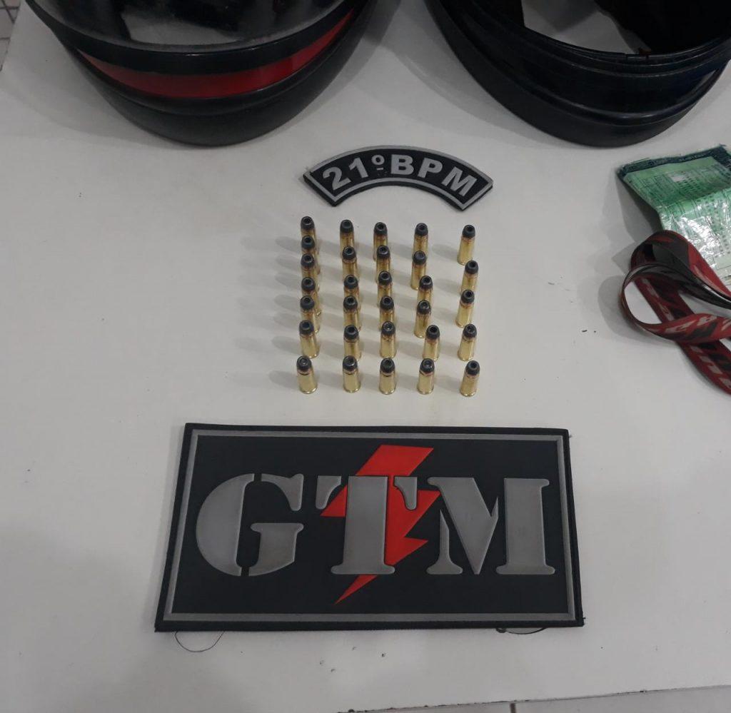 21º BPM prende dupla com 30 munições calibre 32 na BR-135