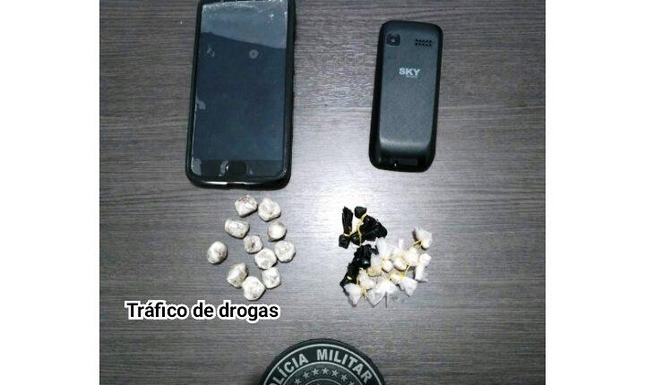 POLICIAIS MILITARES DO 27º BPM EM MORROS PRENDEM INDIVÍDUO POR TRÁFICO DE DROGAS