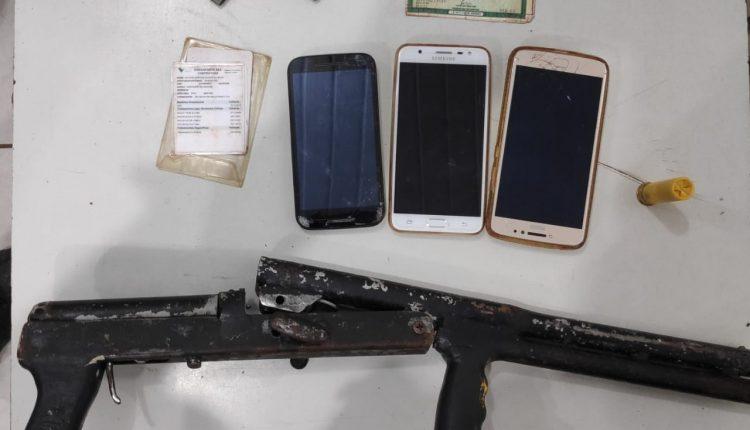 POLICIAIS MILITARES DO 6º BATALHÃO PRENDEM CRIMINOSOS E RETIRAM MAIS UMA ARMA DE FOGO DAS RUAS