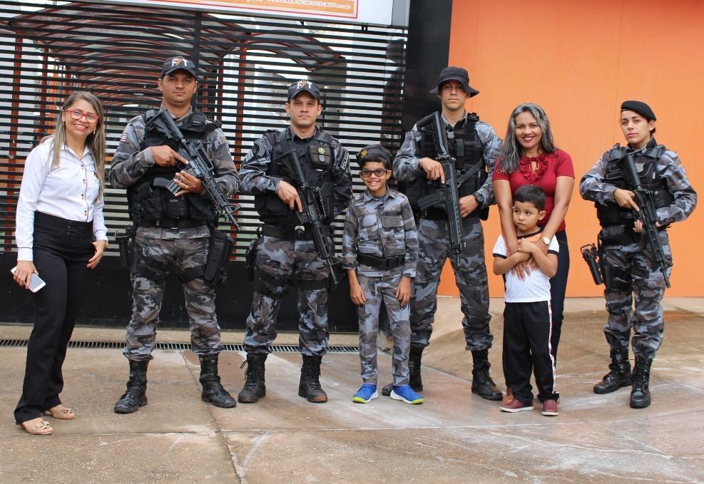Criança é homenageada no dia seu aniversário por policiais do 26° BPM