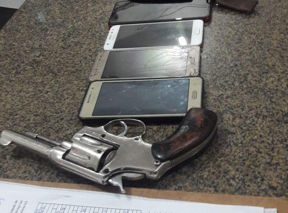 14º BPM apreende armas de fogo e prende suspeitos de praticar assaltos em João Lisboa
