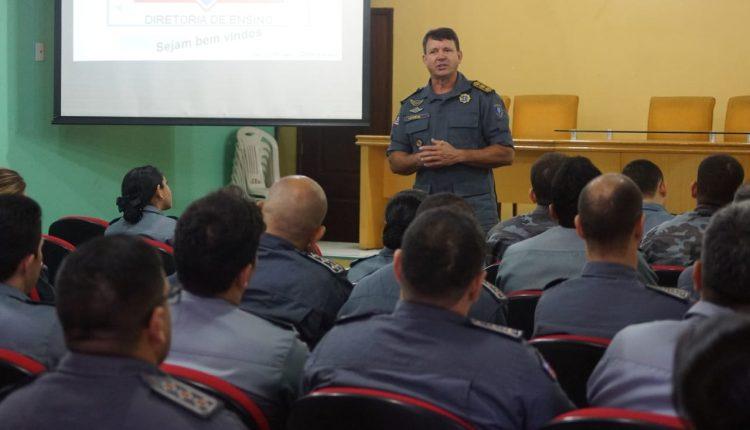 Capitães da PM se apresentam na Diretoria de Ensino para realizar o CEGESP
