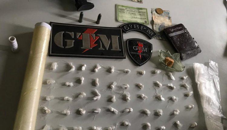 GTM DO 6º BPM PRENDE SUSPEITOS DE TRÁFICO DE DROGAS E APREENDE UM SIMULACRO DE ARMA DE FOGO, DROGAS E MUNIÇÕES