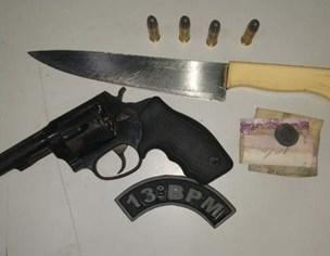 Barreira policial do 13º BPM prende dupla com arma de fogo e arma branca dentro de coletivo em São José de Ribamar