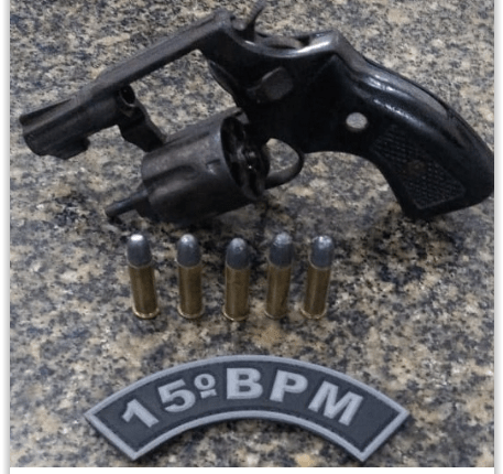 15º BPM (CPAI-1): DUAS ARMAS DE FOGO TIRADAS DE CIRCULAÇÃO E DROGAS APREENDIDAS
