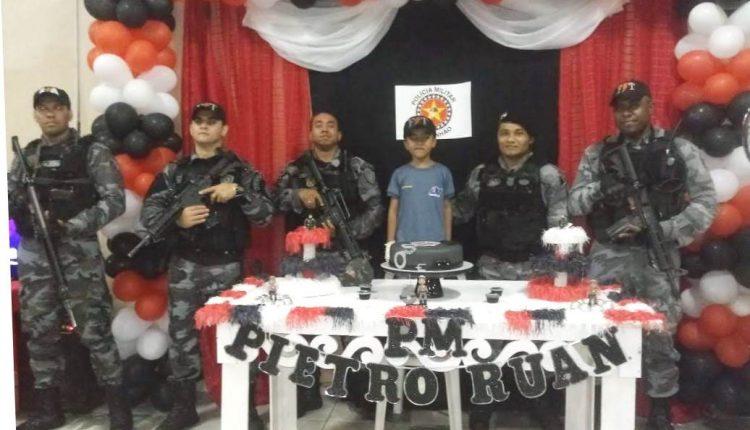 Policiais militares participam do aniversário do pequeno Pietro em Bacabal