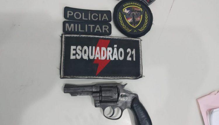 POLICIAIS MILITARES DO 21° BPM RETIRAM DE CIRCULAÇÃO MAIS UMA ARMA DE FOGO DAS RUAS