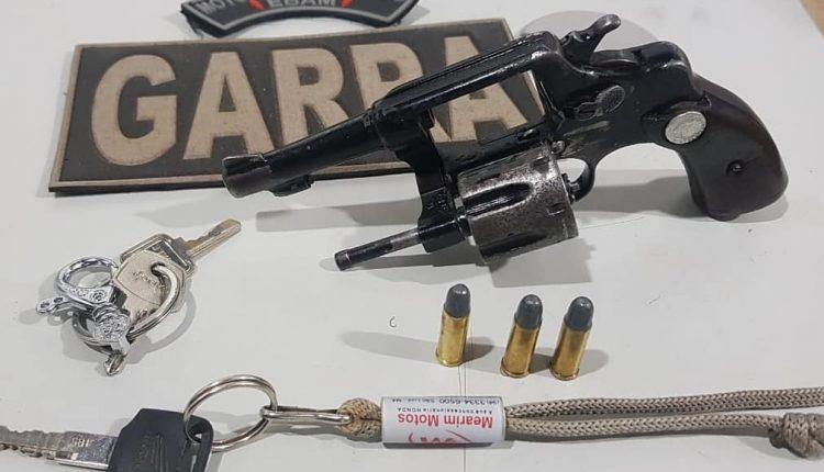 22º BPM prende homem com arma de fogo após cometer assalto no Bairro Sítio Grande