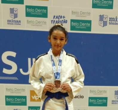 Aluna do Colégio Militar Tiradentes de Bacabal conquista medalha em competição nacional