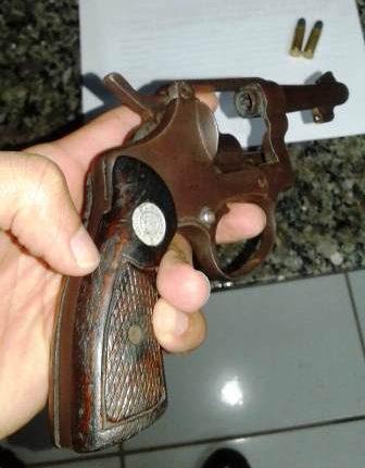 Arma de fogo apreendida dentro de escola em Timon
