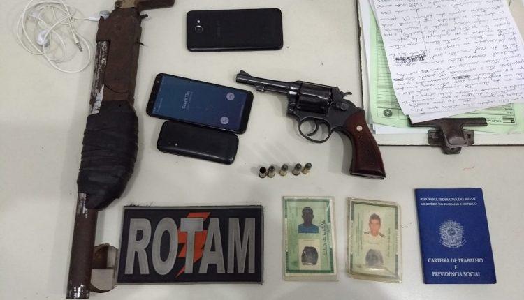 Policiais da ROTAM conduzem criminosos que assaltaram motorista de aplicativo