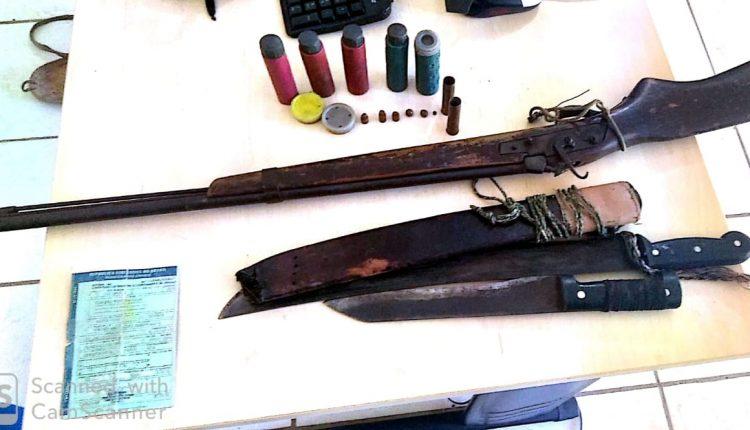 POLICIAIS MILITARES APREENDEM DROGAS E ARMAS DE FOGO DURANTE AÇÕES EM CAXIAS