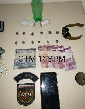 Policiais militares apreendem drogas no Bairro da Vila Embratel
