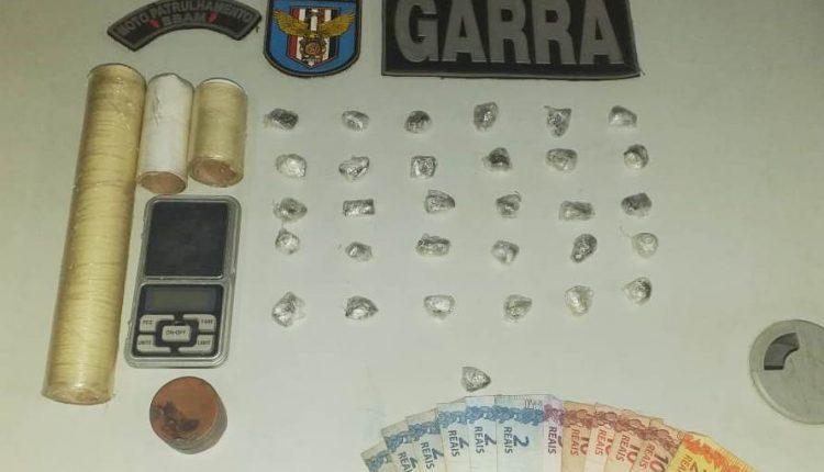 POLÍCIA MILITAR PRENDE SUSPEITO POR TRÁFICO DE DROGAS NA VILA SANTA TEREZINHA