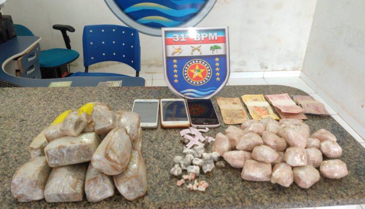 PMMA PRENDE MULHER COM GRANDE QUANTIDADE DE DROGAS NA CIDADE DE GODOFREDO VIANA