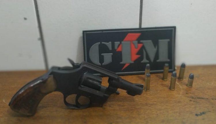Polícia Militar apreende dupla com arma de fogo no Bairro de Fátima
