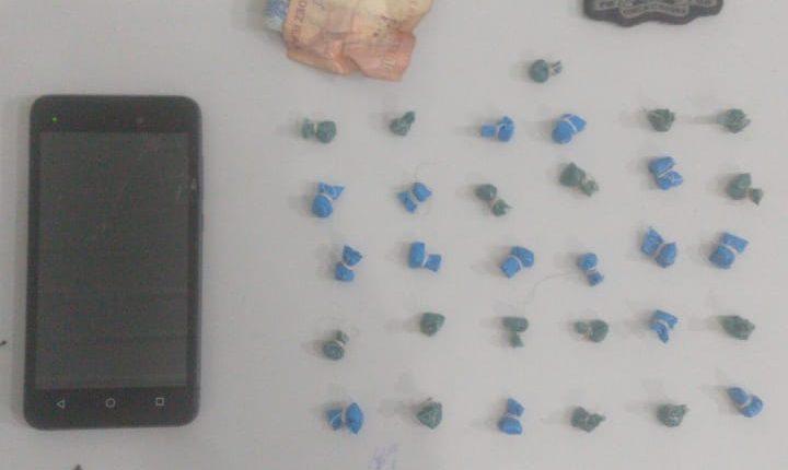 Polícia Militar apreende drogas na Vila Magril