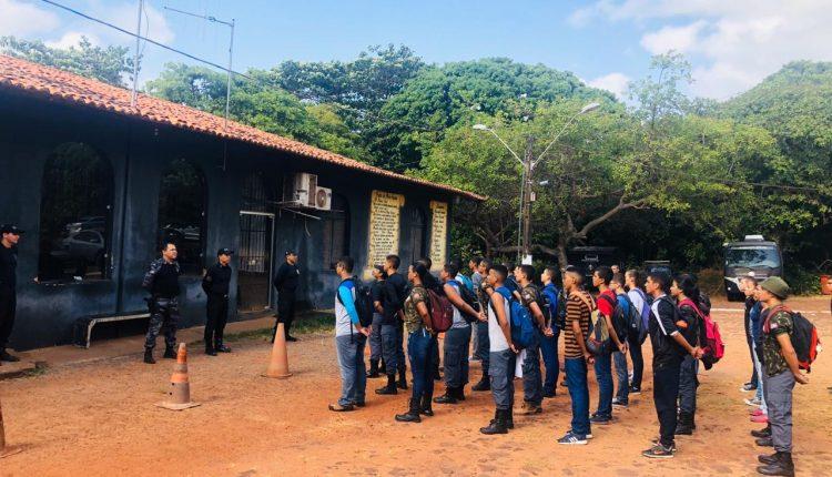 Alunos do Colégio Militar Tiradentes de São Luis visitam base do BOPE da PMMA