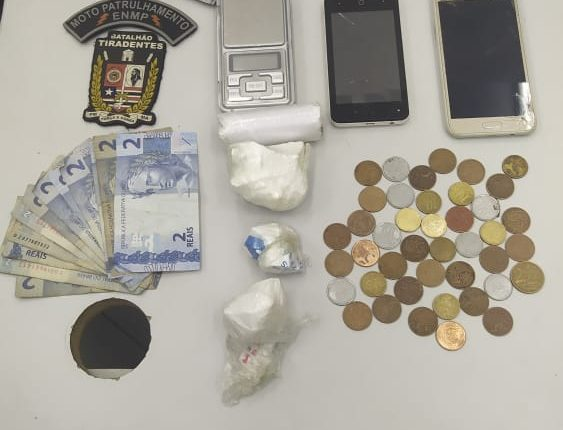 Polícia Militar prende suspeito por tráfico de drogas no Centro