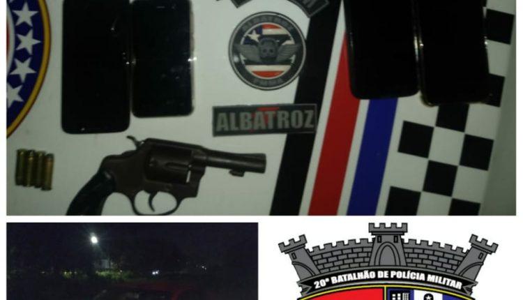 Policiais militares prendem suspeitos por porte Ilegal de arma de fogo e recuperam veículo roubado