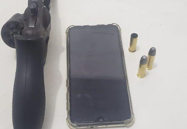 Polícia Militar apreende arma de fogo na Vila Embratel