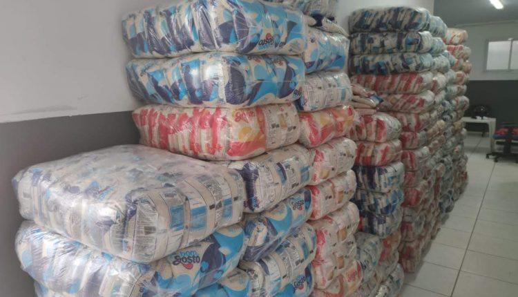 Polícia Militar apresenta suspeito de comprar mercadoria roubada. Carga de fardos de arroz foi avaliada em 100 mil reais