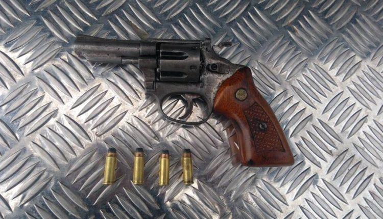 Policia Militar apreende arma e suspeitos de assaltos no Ipase de Cima