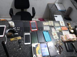 PMs do 26° BPM prendem suspeitos de prática de estelionato do Auxílio Emergencial do Governo Federal, em Açailândia