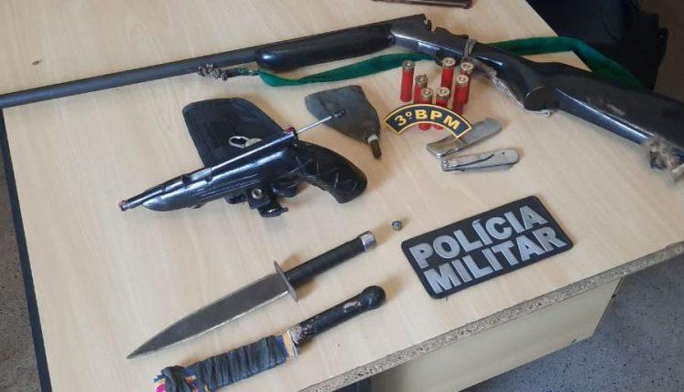 Ações da PM na região tocantina apreendem três armas de fogo e prende homem por violência doméstica