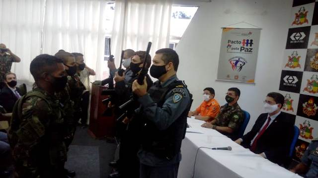 Secretária de Segurança recebe doação de 50 fuzis do Exército Brasileiro para potencializar o combate ao crime no Maranhão