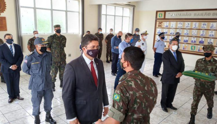 Secretário de Segurança Pública, Comandante Geral da PMMA e Policiais Militares são condecorados no 24º Batalhão de Infantaria de Selva
