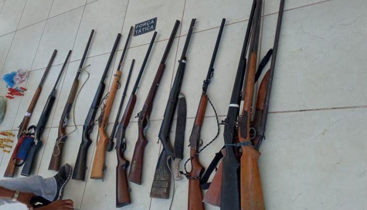 Força Tática e Serviço de Inteligência do 17°BPM prendem três homens com 13 armas de fogo em Codó