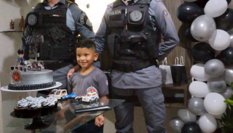 Menino convida policiais militares do 3° BPM para seu aniversário de cinco anos