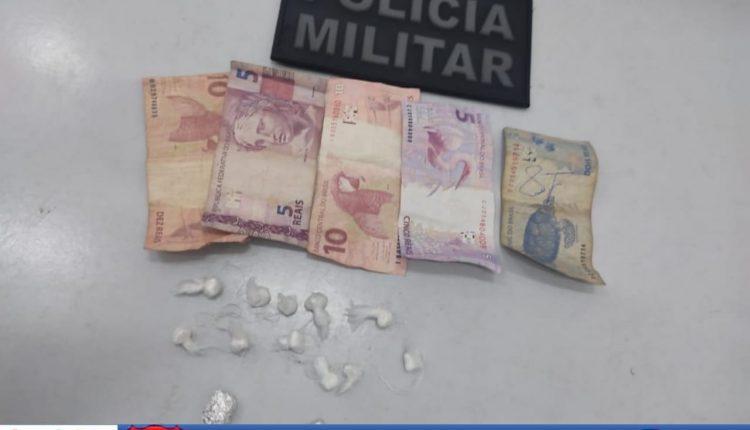 POLICIAIS MILITARES APREENDEM DROGA NO BAIRRO PÃO DE AÇÚCAR