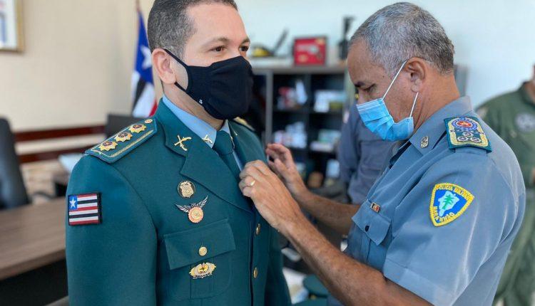 """Comandante Geral da PMMA condecora o coronel Alexandre Magno com a medalha """"Gonçalves Dias"""""""
